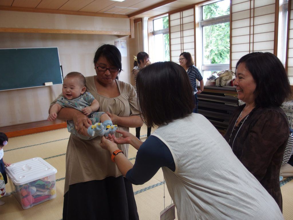 Mammaru Mama Iwate in Hanamaki, Iwate, and their yoga lesson for mothers and babies (Photo by Mio Yamamoto)